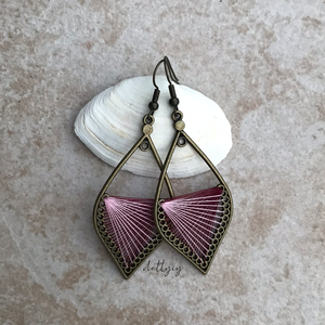 Fonal fülbevaló - Ombre (bordó-rózsaszín) - ékszer - fülbevaló - lógó csepp fülbevaló - Meska.hu