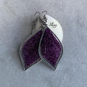 """Fonal fülbevaló - Teli (lila, csillogó), Ékszer, Fülbevaló, Lógó csepp fülbevaló, Ékszerkészítés, Levél alakú fonal fülbevalóim \""""teli\"""" változata, csillogó lila színben. A fülbevalók kézzel készültek..., Meska"""
