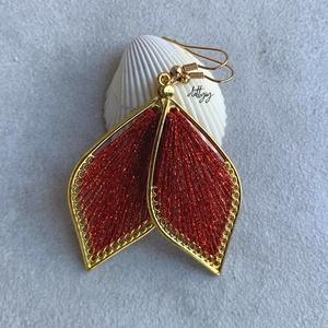 """Fonal fülbevaló - Teli (piros, csillogó), Ékszer, Fülbevaló, Lógó csepp fülbevaló, Ékszerkészítés, Levél alakú fonal fülbevalóim \""""teli\"""" változata, csillogó piros színben. A fülbevalók kézzel készülte..., Meska"""