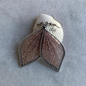 """Fonal fülbevaló - Teli (barackszínű, csillogó), Ékszer, Fülbevaló, Lógó csepp fülbevaló, Ékszerkészítés, Levél alakú fonal fülbevalóim \""""teli\"""" változata, csillogó barack színben. A fülbevalók kézzel készült..., Meska"""