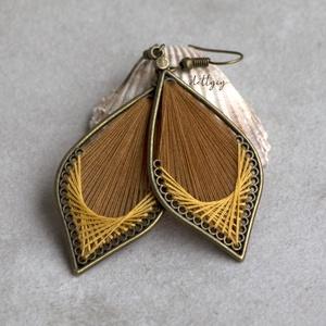 """Fonal fülbevaló - Klasszikus (barna-mustársárga), Ékszer, Fülbevaló, Lógó csepp fülbevaló, Ékszerkészítés, Levél alakú fonal fülbevalóim \""""klasszikus\"""" változata. A fülbevalók kézzel készültek, fém alapra jó m..., Meska"""