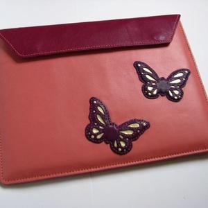Lazac-ciklámen pillangó mintás marhabőr tablet tok táska, Táska & Tok, Laptop & Tablettartó, Ebook & Tablet tok, Bőrművesség, Púderos rózsaszín alapja visszafogott és nőies, rajta domború lepkékkel.  A mindennapi ruhatáradba b..., Meska