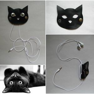 Fekete macska fülhallgató, töltő, tartó bőr kábelrendező, Kábelrendező, Laptop & Tablettartó, Táska & Tok, Bőrművesség, Napjainkban mindenki használ műszaki kütyüket; ki többet, ki kevesebbet. Akár usb csatlakozó, laptop..., Meska