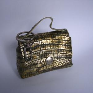 Mini táska kulcstartó táskadísz , Táska & Tok, Kulcstartó & Táskadísz, Táskadísz, Bőrművesség,  Kis mini táska kicsiknek és nagyoknak.\nAnya- lánya, barátnők akiknek hasonló ízlésük van vagy egy k..., Meska