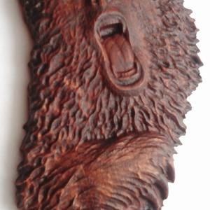 Medve - faragás, Művészet, Famegmunkálás, CNC faragással készült medve.\nAnyaga: akácfa\nFelülete diópáccal, lakkal lett kezelve.\nMérete: kb. 18..., Meska