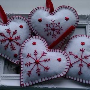 Karácsonyi hímzett szívek (Diana3021) - Meska.hu