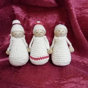 Karácsonyi horgolt angyalkák, Otthon & lakás, Karácsony, Dekoráció, Ünnepi dekoráció, Teljes egészében kézzel horgolt, karácsonyi angyalkák.  Felhasznált anyagok: pamut fonal, szatén sza..., Meska