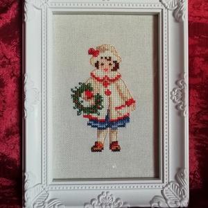 Karácsonyi mintás keresztszemes hímzés - kislánnyal, Karácsonyi dekoráció, Karácsony & Mikulás, Otthon & Lakás, Hímzés, Karácsonyi mintával készült keresztszemes hímzés.\nMérete: 10*15 cm.\nA képkeret dekoráció.\n\n\n\n..., Meska