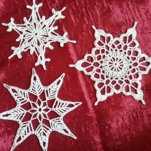 Horgolt karácsonyi hópelyhek, Otthon & lakás, Dekoráció, Gyönyörű, kézzel horgolt karácsonyi hópelyhek.  Felhasználható dekorációként, és karácsonyfára díszk..., Meska