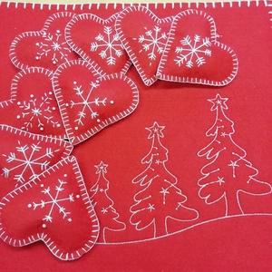 Karácsonyi piros szívek , Otthon & lakás, Karácsony, Dekoráció, Ünnepi dekoráció, Karácsonyi dekoráció, Teljes egészében kézzel készült, és öltögetett karácsonyi szívek.  Négyféle díszítő mintával készüln..., Meska