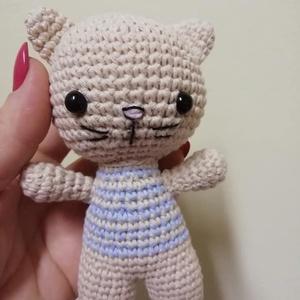 Frici - cica fiú, Otthon & lakás, Dekoráció,  Amigurumi technikával, kézzel horgolt cica fiú, csíkos felsőben.  Magassága 12 cm.  100 % pamuttart..., Meska