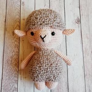 Horgolt húsvéti bárány, gyapjas bundával, Otthon & Lakás, Dekoráció, Horgolás, Amigurumi technikával készült, kézzel horgolt bárány.\n\nMagassága:  20 cm.\n\n100 % pamut fonalból, hím..., Meska