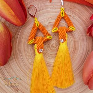 Narancs háromszög bojt fülbevaló apró kristállyal , Ékszer, Fülbevaló, Lógó fülbevaló, Ékszerkészítés, Gyöngyfűzés, gyöngyhímzés, Meska