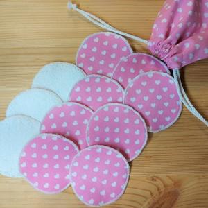 10 db sminklemosó párna arctisztító korong zsákkal - rózsaszín alapon fehér szívecskés, Szépségápolás, Arcápolás, Arctisztító korong, Ezekkel a szívecske mintás, maradék anyagokból készült mosható arclemosó korongokkal nem csak új éle..., Meska