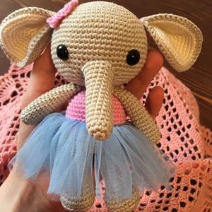 Horgolt elefánt lány, Elefánt, Plüssállat & Játékfigura, Játék & Gyerek, Horgolás, 15 cm magas, tiszta pamutból horgolt kislány elefánt. Biztonsági szemmel készült.\nSzemélyesen átvehe..., Meska