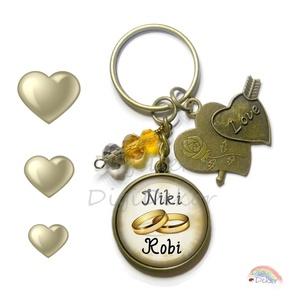 Egyedi kulcstartó, névre szóló eljegyzési ajándék, karikagyűrűs kulcstartó, ajándék szerelmeseknek, Esküvő, Egyéb, Kulcstartó, táskadísz, Táska, Divat & Szépség, Ékszerkészítés, Fotó, grafika, rajz, illusztráció, Egyedi, névre szóló kulcstartó eljegyzéshez, szerelmeseknek. \nKérhető ezüst vagy bronz színben, több..., Meska