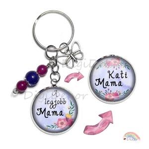 Anyák napi feliratos kulcstartó, kétoldalas medállal, üveggyöngyökkel és lepkés fityegővel. Ajándék Nagymamának, Mamának, , Ékszerkészítés, Fotó, grafika, rajz, illusztráció, Kézzel készített kulcstartó kétoldalas medállal, az általad kért feliratokkal, anyák napjára. \nÜvegg..., Meska