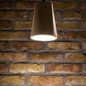 Design függesztett betonlámpa, Otthon & lakás, Lakberendezés, Lámpa, Fali-, mennyezeti lámpa, Négyélű, kerek aljú beton lámpa, függesztővel. Kábelhossz: 1,5 m 2*0,75 kéteres MCU vezetékkel, E27 ..., Meska