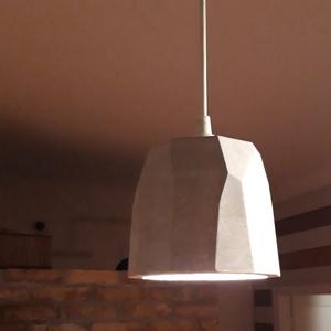ÚJ Design betonlámpa függeszték, Otthon & Lakás, Lámpa, Fali & Mennyezeti lámpa, Mindenmás, Legújabb egyedi design betonlámpa.\nVálasztható textilkábellel\nFekete vagy fehér mennyezetrózsával\n\nÁ..., Meska