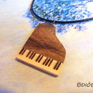 """Zongora nyaklánc, Ékszer, Nyaklánc, Medálos nyaklánc, Famegmunkálás, Ékszerkészítés, Mit meg nem adtam volna gyerekkoromban egy ilyen nyakláncért, amikor zongoraórára menet valamelyik \""""..., Meska"""