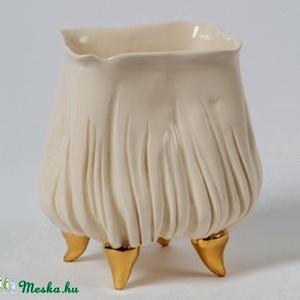 porcelán kaspó, Cserép & Kaspó, Ház & Kert, Otthon & Lakás, Kerámia, Virágkehely formájú, négyszögletes, arany lábakon álló porcelán kaspó kisméretű cserepes virágokhoz...., Meska