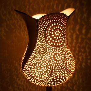 hangulat lámpa, Lakberendezés, Otthon & lakás, Lámpa, Hangulatlámpa, Állólámpa, Kerámia, Elegáns, polgári jelleget idéző porcelán lámpa réz talppal, kézi arany festéssel. A porcelán búra se..., Meska