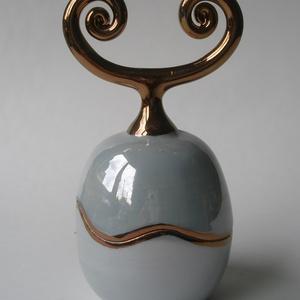 türkiz-arany porcelán ékszertartó, Otthon & lakás, Ékszer, Képzőművészet, Dekoráció, Ékszertartó, Elegáns, természeti formákat idéző alkotás. Az irizáló lágy kékes zöld árnyalatok a tenger színeire ..., Meska
