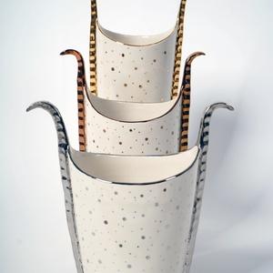Síva kezei váza kompozíció, Váza, Dekoráció, Otthon & Lakás, Kerámia, Három darabból álló váza kompozíció, egymás mögé állítva növekszik a méretük és Síva istennő hangula..., Meska
