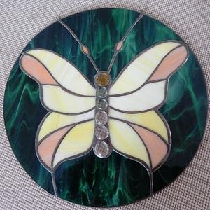 Pillangós tiffany üveg ablak kép, Otthon & Lakás, Dekoráció, Ablakdísz, Tiffany technikával készített 27 cm átmérőjű ablakdekoráció. Szépen játszik rajta a fény. A pillangó..., Meska
