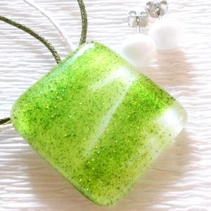 Zöld-fehér csillámos ékszerszett, ajándék névnapra, születésnapra, pedagógus napra., Ékszer, Nyaklánc, Ékszerszett, Fülbevaló, Fusing technikával készült üvegmedál és fülbevaló. Fehér és zöld csillámos, mintás ékszerüvegből olv..., Meska