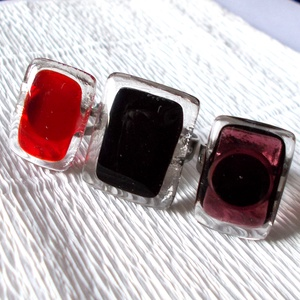AKCIÓ! Színes gyűrű csomag, ajándék  lányoknak valentin napra, névnapra, születésnapra., Ékszer, Gyűrű, Medál, Bokalánc, lábgyűrű, Üvegművészet, Ékszerkészítés, Olvasztásos technikával készült gyűrűk színes választéka.\nfekete, piros és burgundi színű üvegből ké..., Meska