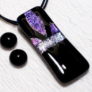 Mintás dichroic medál és fülbevaló, ajándék lányoknak szalagavatóra., Ékszer, Ékszerszett, Medál, Fülbevaló, Ékszerkészítés, Üvegművészet, Fusing technikával készült  ékszer-különlegesség. Fekete és csillogó ezüst, lilás-magenta mintás di..., Meska