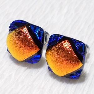 Kék-vörös fényjáték, dichroic  fülbevaló, ajándék névnapra, születésnapra., Ékszer, Fülbevaló, Ékszerszett, Medál, Ékszerkészítés, Üvegművészet, Olvasztásos technikával készült fülbevaló. Csúcsminőségű kék és vörös színű dichroic  üvegből olvas..., Meska