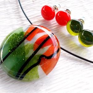 KÉSZLETKISÖPRÉS!!!  Pipacsmező ékszerszett, ajándék nőknek névnapra, születésnapra., Ékszer, Ékszerszett, Fülbevaló, Egyéb, Ékszerkészítés, Üvegművészet, Olvasztásos technikával készült, csillogó zöld  és piros színű üvegből olvasztottam.\nNikkelmentes sz..., Meska