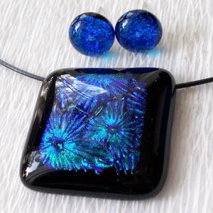 Kék-zöld csillagszóró,  nyaklánc és fülbevaló,  ajándék  nőknek, ballagásra, névnapra, születésnapra., Ékszer, Ékszerszett, Fülbevaló, Medál, Fusing technikával készült üveg medál és stiftes fülbevaló. Fekete minőségi ékszerüveg alapon, kék-z..., Meska