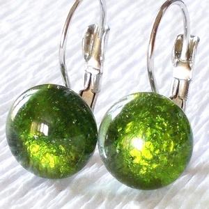 Zöld ragyogás fülbevaló  , ajándék  ballagásra, névnapra, születésnapra., Ékszer, Fülbevaló, Lógó csepp fülbevaló, Ékszerkészítés, Üvegművészet, Fusing technikával készült  csúcsminőségű  üvegből  olvasztottam.  Nikkelmentes szerelékkel felszere..., Meska