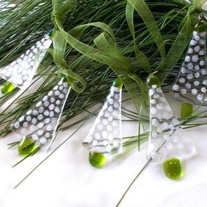 Ezüst pöttyös fenyőfácskák,  karácsonyfadísz csomag., Otthon & Lakás, Karácsony & Mikulás, Karácsonyi dekoráció, Mindenmás, Üvegművészet, Olvasztásos technikával készült, kristály tiszta és zöld átlátszó minőségi üveg felhasználásával, ez..., Meska