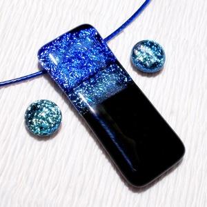 Kék-türkiz dichroic medál és fülbevaló, ajándék lányoknak szalagavatóra., Ékszer, Fülbevaló, Ékszerszett, Ékszerkészítés, Üvegművészet, Olvasztásos technikával készült  ékszerszett.\nFekete és csillogó kék és türkiz dichroic ékszerüvegbő..., Meska