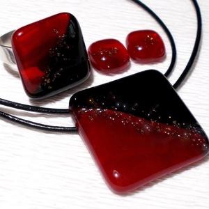 Piros-fekete  ékszerszett , ajándék lányoknak, karácsonyra., Ékszer, Ékszerszett, Medál, Fülbevaló, Üvegművészet, Ékszerkészítés, Fusing technikával készült üvegmedál, gyűrű és fülbevaló. Minőségi piros és fekete ékszerüvegből ol..., Meska