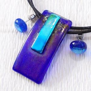 Kék  ragyogás ékszerszett  , ajándék  ballagásra, névnapra, születésnapra., Ékszer, Fülbevaló, Medál, Ékszerszett, Ékszerkészítés, Üvegművészet, Fusing technikával készült  csúcsminőségű kék irizáló üvegből  olvasztottam, csillogó dichroic betét..., Meska