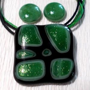 Zöld csillámos üvegékszer, ajándék nőknek névnapra, születésnapra., Ékszer, Ékszerszett, Fülbevaló, Medál, Ékszerkészítés, Üvegművészet, Fusing technikával készült, üvegmedál és  fülbevaló.\nMinőségi fekete és csillámos zöld színű ékszerü..., Meska