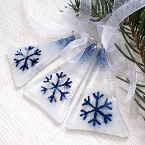 Kék fenyőfácskák, ajándék karácsonyra., Karácsonyfadísz, Karácsony & Mikulás, Otthon & Lakás, Ékszerkészítés, Üvegművészet, Olvasztásos technikával készült fenyőfácskák.\nOpálos-áttetsző fehér üvegből olvazstottam, kék aventu..., Meska