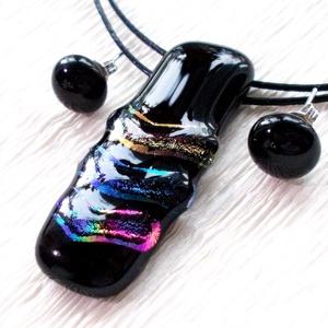 Feketén szivárvány, nyaklánc és fülbevaló,  mikulás csomagban., Ékszer, Ékszerszett, Nyaklánc, Fülbevaló, Ékszerkészítés, Üvegművészet, Olvasztásos technikával készült rendkívül elegáns ékszerszett\nFekete minőségi ékszerüvegből olvaszto..., Meska