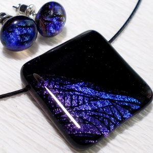 Lilás-kék ragyogás medál és fülbevaló, ajándék nőknek névnapra, születésnapra., Ékszer, Ékszerszett, Medál, Fülbevaló, Ékszerkészítés, Üvegművészet, Olvasztásos technikával készült rendkívül elegáns medál és fülbevaló.\nCsúcsminőségű lilás-kék mintás..., Meska