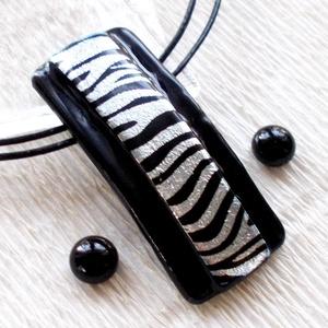 Ezüst-fekete ékszerszett, ajándék  ballagásra, névnapra, születésnapra., Ékszer, Ékszerszett, Esküvő, Fülbevaló, Ékszerkészítés, Üvegművészet, Fusing technikával készült  csúcsminőségű fekete ékszerüvegből  olvasztottam, zebra mintás dichroic ..., Meska