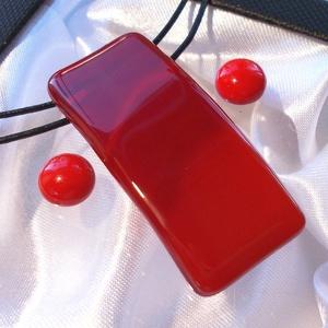 Hajlított piros ékszerszett, ajándék névnapra, születésnapra., Ékszer, Nyaklánc, Ékszerszett, Fülbevaló, Ékszerkészítés, Üvegművészet, Olvasztásos technikával készült  medál és stiftes fülbevaló.\nCsúcsminőségű  piros üvegből olvasztott..., Meska