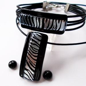 Ezüst-fekete zebra mintával ékszerszett, zebra mintával, ajándék  ballagásra, névnapra, születésnapra., Ékszer, Karkötő, Táska, Divat & Szépség, Ruha, divat, Női ruha, Fülbevaló, Ékszerkészítés, Üvegművészet, Fusing technikával készült  csúcsminőségű fekete ékszerüvegből  olvasztottam, zebra mintás dichroic ..., Meska