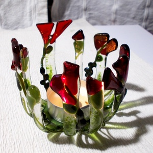 Virágos mécsestartó, ajándék karácsonyra., Otthon & Lakás, Dekoráció, Gyertya & Gyertyatartó, Üvegművészet, Gyertya-, mécseskészítés, Olvasztásos technikával készült minőségi\náttetsző és színes üvegek felhasználásával.\nMagassága 7 cm,..., Meska