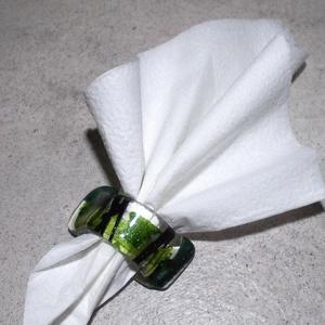 Szalvétagyűrű zöld fénnyel, Otthon & lakás, Konyhafelszerelés, Fűszertartó, Tálca, Üvegművészet, Áttetsző minőségi üvegből, egyedi zöld aventurin mintával fényesítve  készült tavaszi hangulatú szal..., Meska
