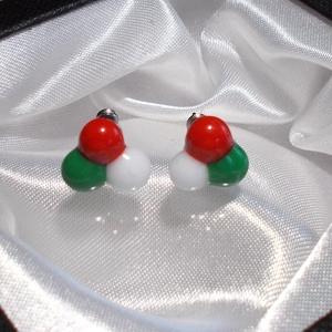 Nemzeti színű stiftes üveg fülbevaló, ajándék lányoknak, nőknek névnapra,születésnapra. (Dittiffany) - Meska.hu